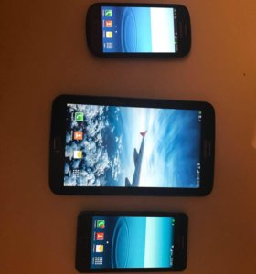 2 смартфона и планшет
