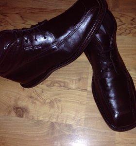 Продам фирменные почти новые кожаные ботинки 43 р