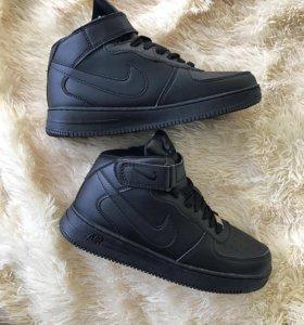 Новые зимние кроссовки nike