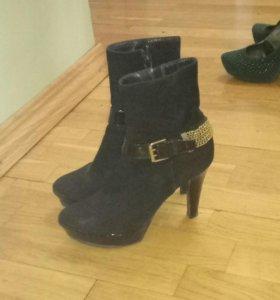 Туфли и кожаный сапоги