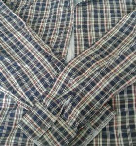 Рубашка фирменная, в отличном состоянии