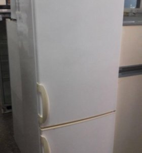 Холодильник двухкамерный Akai