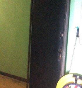 Входная железная дверь с коробкой