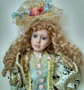 Фарфоровая кукла с подставкой