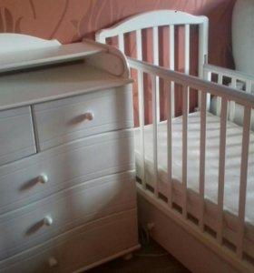 Детская кровать с камодом