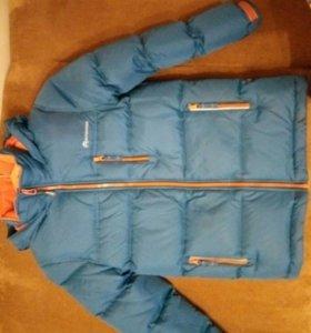 Куртка зимняя на мальчика 7-8 лет.