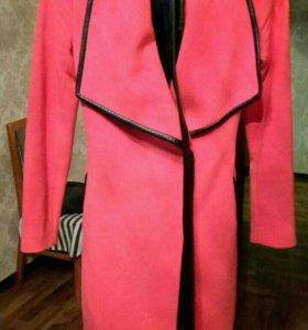 Продам пальто размер XS в идеальном состоянии