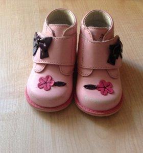 Ботиночки демисезонные для малышки