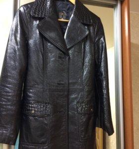Продаю пиджак (лакированная кожа)