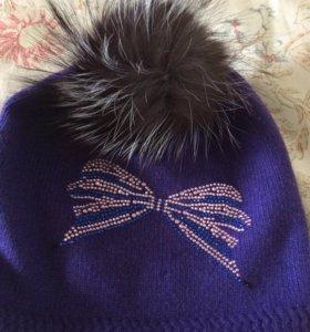 Стильная новая шапочка с натуральным помпоном