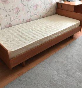 Кровать односпальная с матрасом.