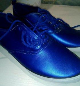 Новые кроссовки осенние