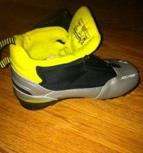 Лыжные ботинки fischer р.35