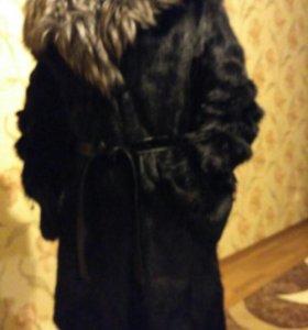 Шуба козлик с чернобуркой с капюшоном