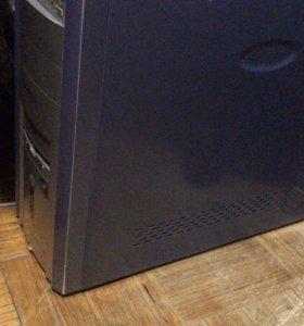 Компьютер с монитором, клавиатурой и мышью в сборе