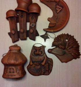 Глиняные фигурки (плакетки, колокольчики)