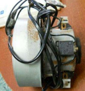 Двигатель Хитачи от пылесоса.