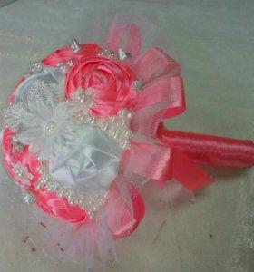 Букет для невесты из атласных лент.