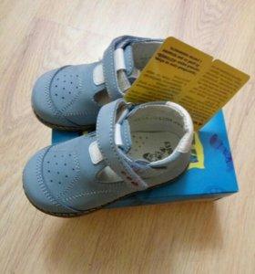 Туфли (босоножки) детские новые