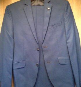 Продаётся костюм