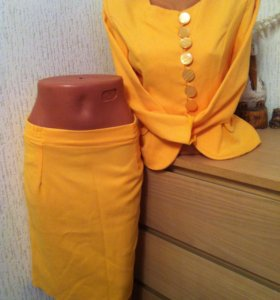 Новый желтый костюм