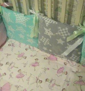 Бортики подушки в детскую кроватку.