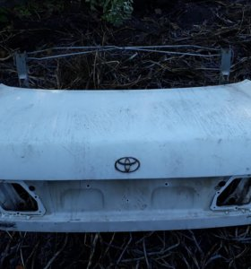 Toyota Corona крышка багажника