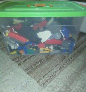 Целый ящик конструкторов Лего
