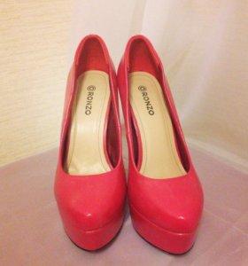 Продам новые туфли ,размер 37