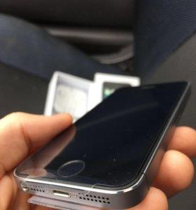 iPhone 5s чёрный (состояние идеальное)