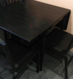 Стол обеденный и два стула.