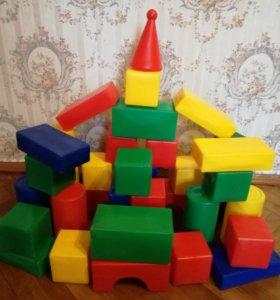 Кубики детские пластмассовые.