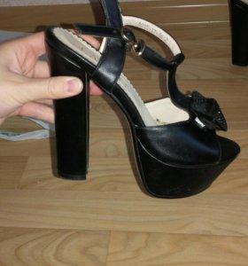 2 пары обуви (туфли,босоножки)