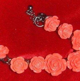 Новый браслет - розы кораллового цвета
