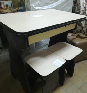 Стол раскладной с табуретками