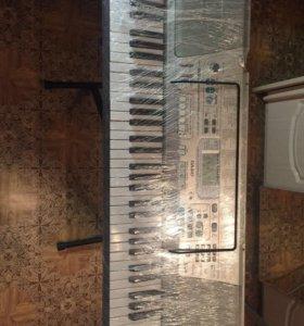 Синтезатор Casio со стойкой