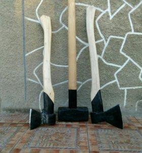 Топоры, колуны и другие инструменты для дома.