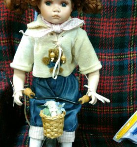 Кукла на велосипеде