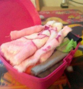 Коробка с одеждой для кукол