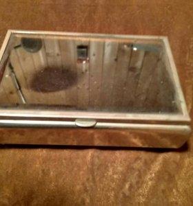 Старинная шкатулка металл/стекло/бархат