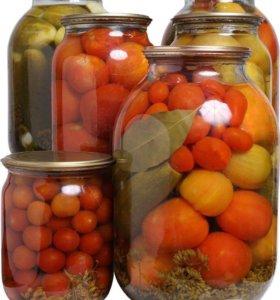 Грузди маринованные, соленья (огурцы, помидоры)