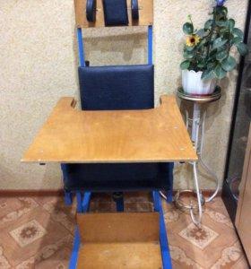 Кресло стол, есть инвалидная коляска