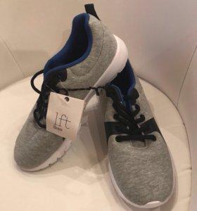 Новые кроссовки 35