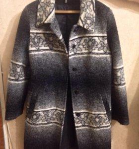 Пальто размер 46, также подойдёт для беременных