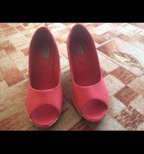 Туфли с открытым носом на платформе