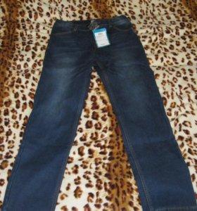 Продам новые джинсы, утеплённые для мальчиков.