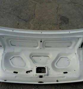 Задняя крышка багажника Рено Логан