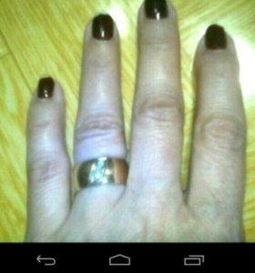 Обручальное кольцо с брилиантами.