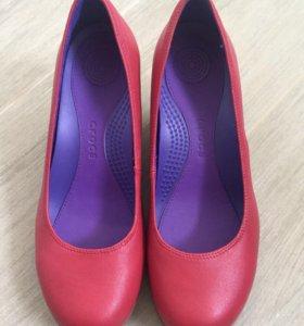 Новые туфли CROCS