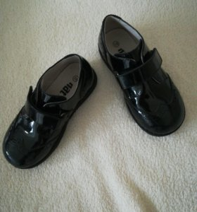 Ботинки на мальчика кожаные 28